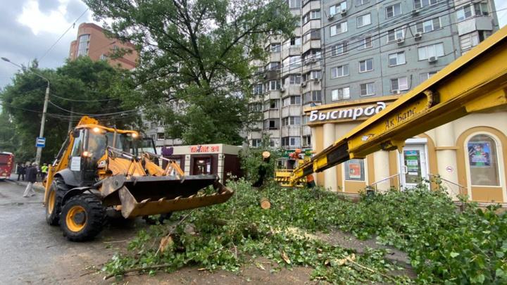 Более ста происшествий зафиксировали в Ростове во время урагана