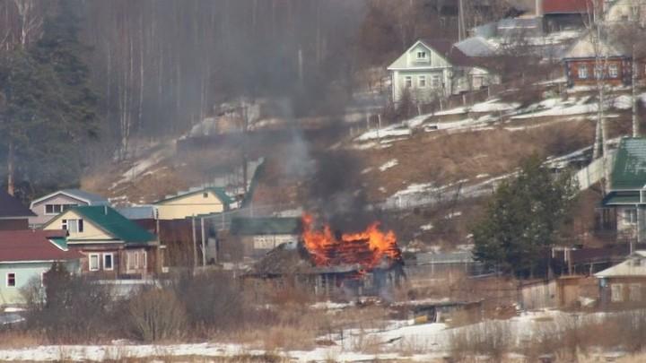 В Ивановской области сгорел дом на берегу Волги