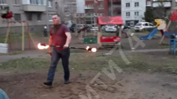 В Челябинской области во время опасного трюка загорелся артист фаер-шоу