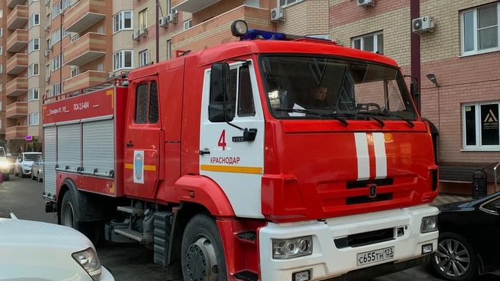 В Краснодаре из-за вспышки масла на плите выбило стекла в квартире на 16 этаже многоэтажки