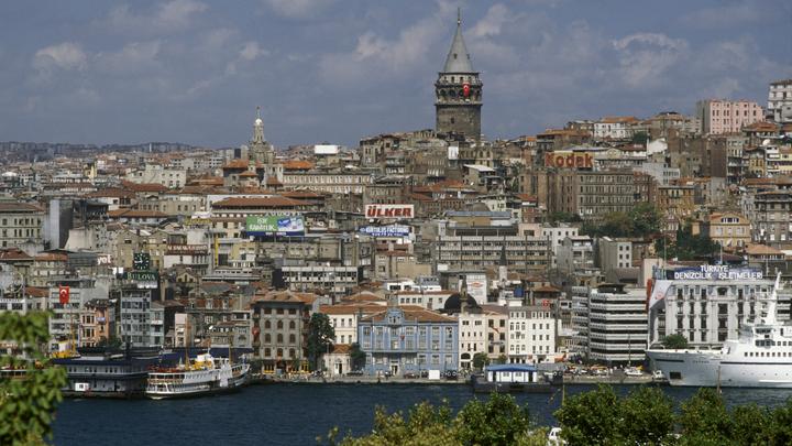 Мощный взрыв в Стамбуле: Пожар в центральной больнице города - видео