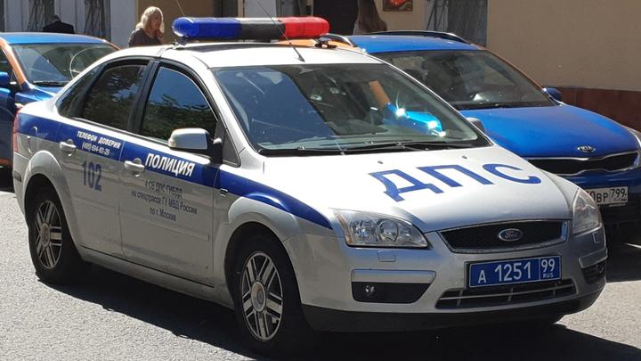 Ударил ножом, подсадил на капот: В Мытищах водитель наказал пешехода-нарушителя