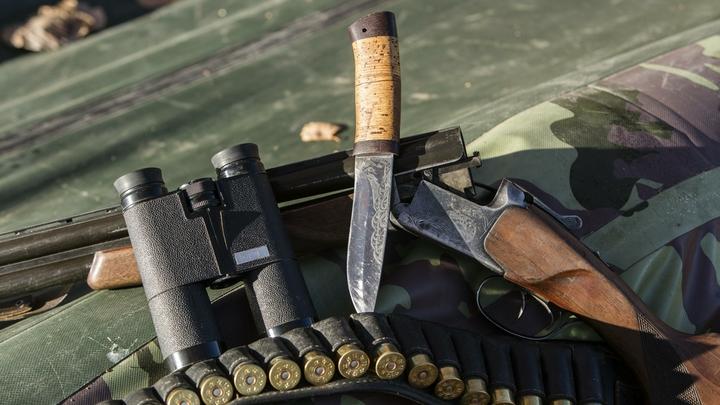 Вот это отдача, давай ещё: Стрелка из Благовещенска учили обращаться с оружием - видео