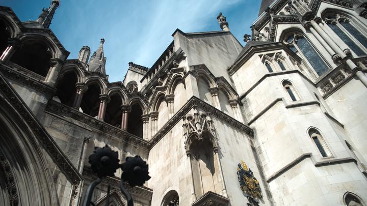 Лондонский суд выдвинул родителям умирающего Чарли Гарда ультиматум