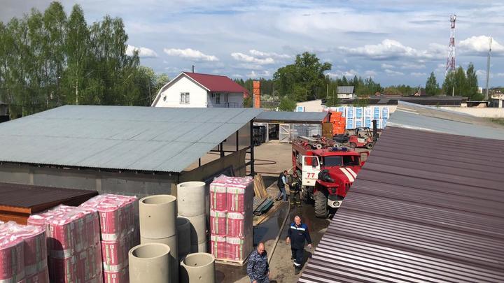 В Петушках горело 500 квадратных метров крыши магазина