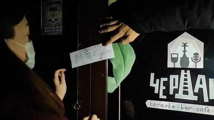 Попал в черный список: в Анапе закрыли караоке-бар, которые работал подпольно