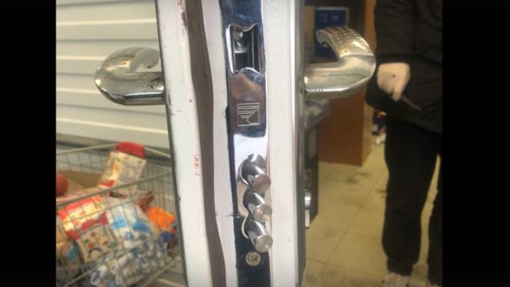 Табачные «гастролеры» из Закавказья задержаны в Ленобласти