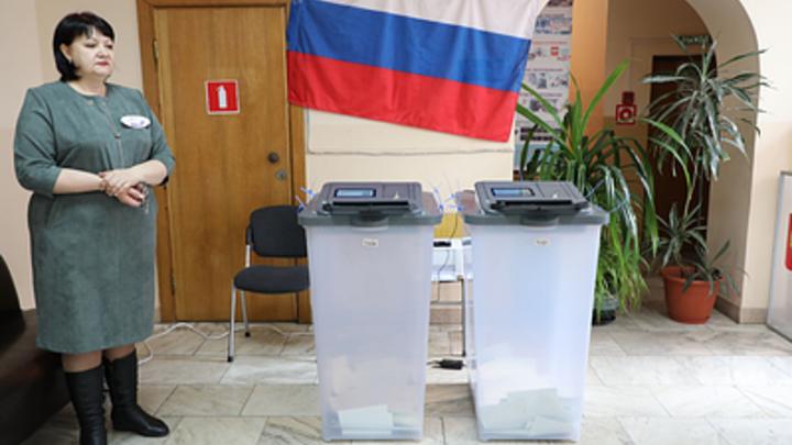 Полицейские и наблюдатели: В ЦИК объяснили, чьи бюллетени были в урнах при открытии голосования