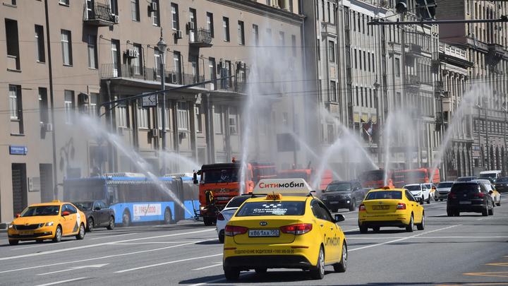 Шафран пересказала реакцию таксиста на радужный флаг посольства США. Получилось непечатно