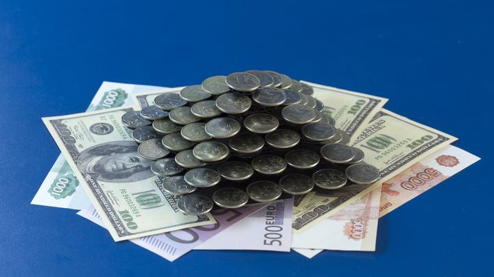 Дробить и вкладывать по частям: Финансист предостерёг от агрессивных вложений в валюту