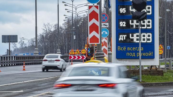 Рост цен на нефть - это плохо?: Абсурд с дорогим бензином в России объяснил эксперт
