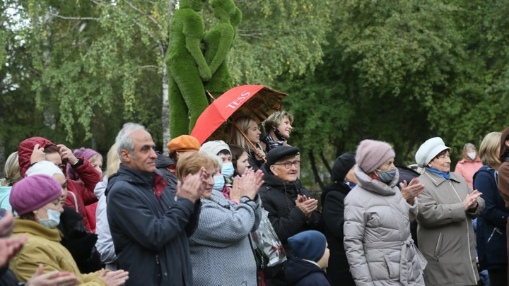 В Свердловской области открыли сквер, в котором во время реконструкции нашли останки Демидовых