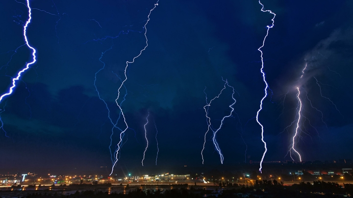 В Цюрихе два самолета авиакомпании Swiss в один день были атакованы молниями