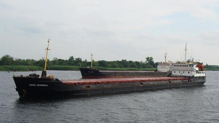 Россия спасла: Сухогруз Моряк с голодающим экипажем пропустили в Керченский порт