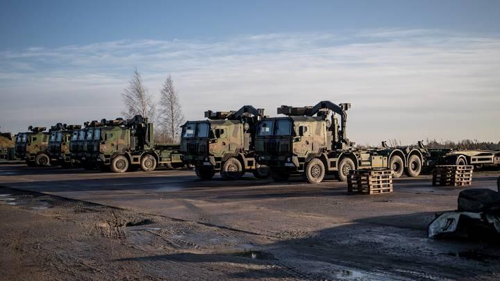 Вездеходы НАТО оказались в блокаде польской грязи - видео