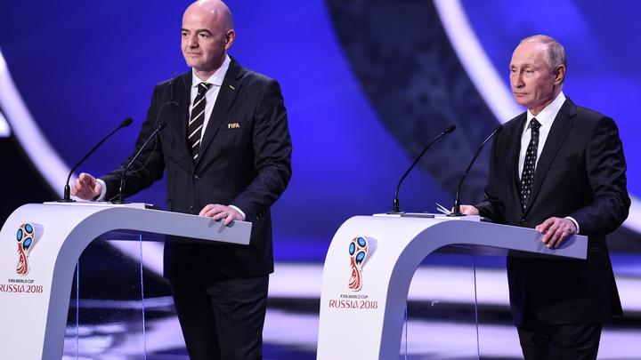 Путин и глава ФИФА почеканили мяч в Кремле за 100 дней до старта ЧМ-2018