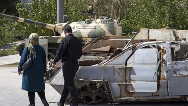 Обгорелый остов авто, повсюду обломки: В Сети появились фото с места убийства генерала Сулеймани