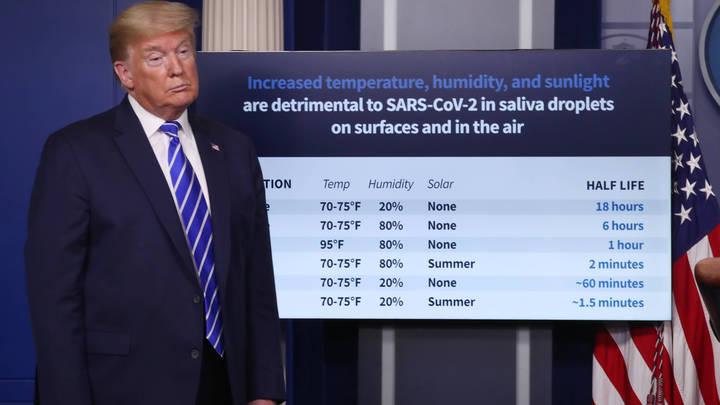 Трамп лжёт, люди умирают: Американцы устроили трупный протест под окнами отеля президента