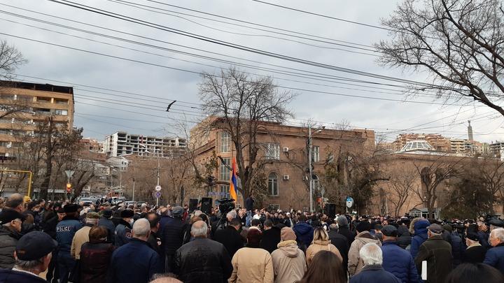 Оппозиция Армении заявила о недопустимости встреч Пашиняна с Эрдоганом