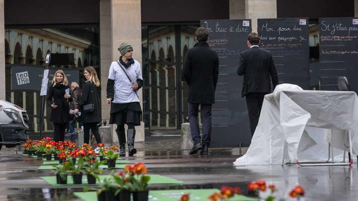 Мэр Парижа позвала бездомных женщин ночевать в ратуше