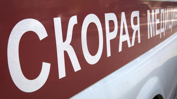 Лежит на обочине, кабина смята: В Подмосковье перевернулся пассажирский автобус