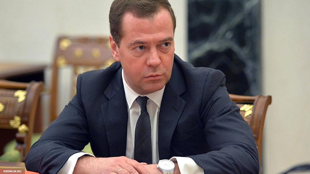 На грани столкновений с Россией: Медведев прокомментировал удар США по Сирии