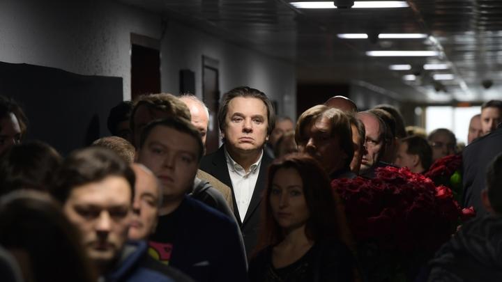 Кто-то копает: Эксперт заявил о заговоре против Константина Эрнста
