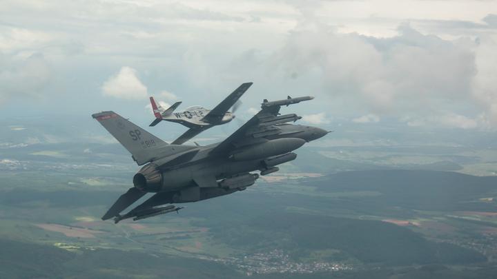 Перехватчик НАТО пристроился к российскому Ил-20 на Балтике и не отставал до самой границы