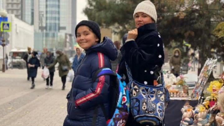 Сыну – шапку, а себе - лайки в Инстаграм: Анна Нетребко прогулялась по Красной в Краснодаре