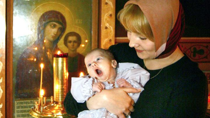 Священник запустил добрый и светлый флешмоб в ответ на грубое крещение - фото