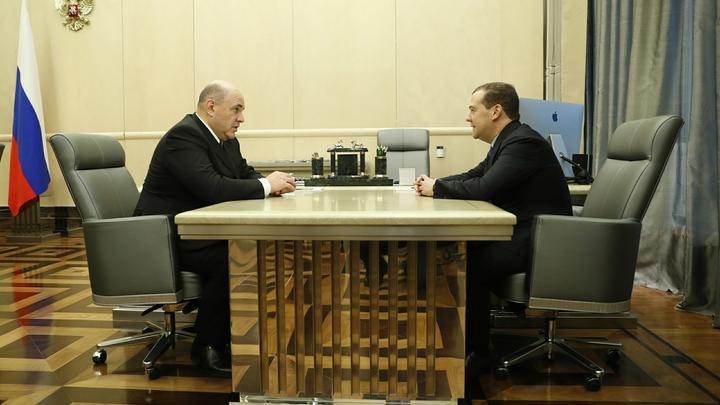 Сохранить социалку: Мишустин и Медведев прошлись по бюджету