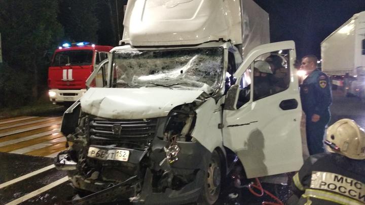 В Вязниковском районе спасатели разрезали «Газель», выручая водителя