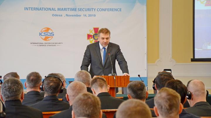 От таких рогулей и ушли крымчане: Министр обороны Украины ответил на незаданный вопрос