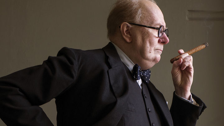 Темные времена Гэри Олдмана: Актер отравился никотином на съемках фильма про Черчилля