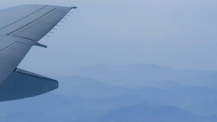Летевшие из Москвы в Дубай пассажиры отравились. Самолёт совершил экстренную посадку