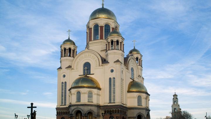 Благодарность ловца покемонов: Прощенный Церковью Соколовский оказался в толпе протестующих против храма