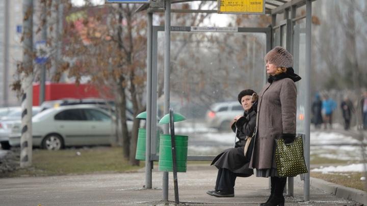 Водители троллейбуса и автобуса устроили потасовку за пассажиров