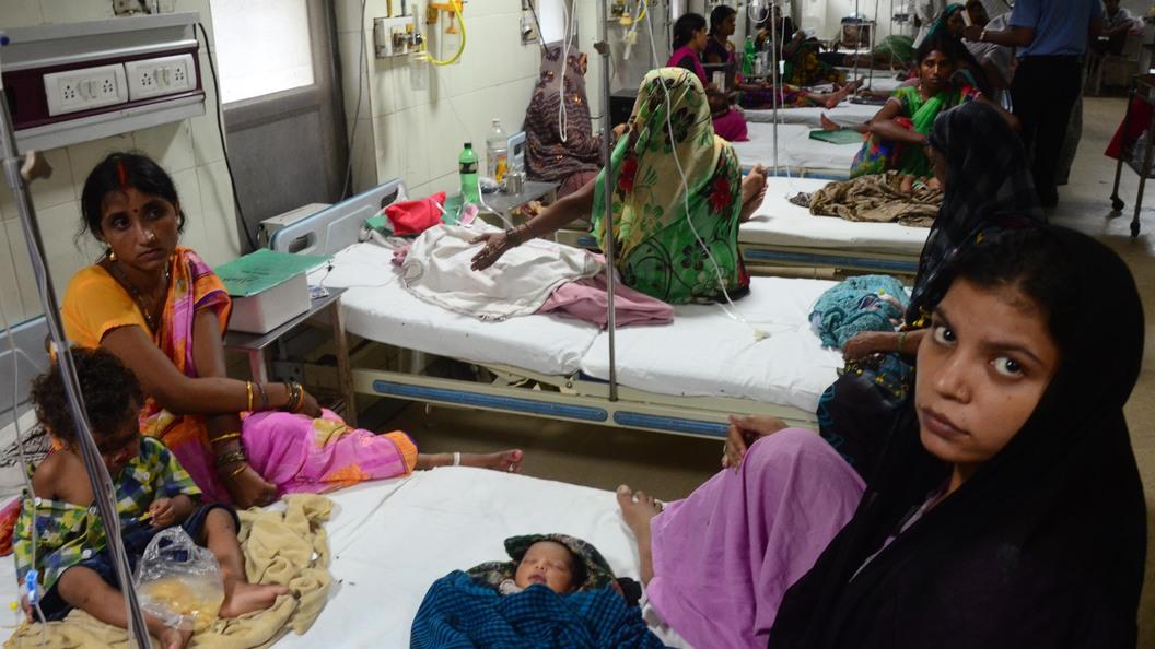 ВИндии 30 детей скончались вгоспитале из-за сложностей  сподачей кислорода