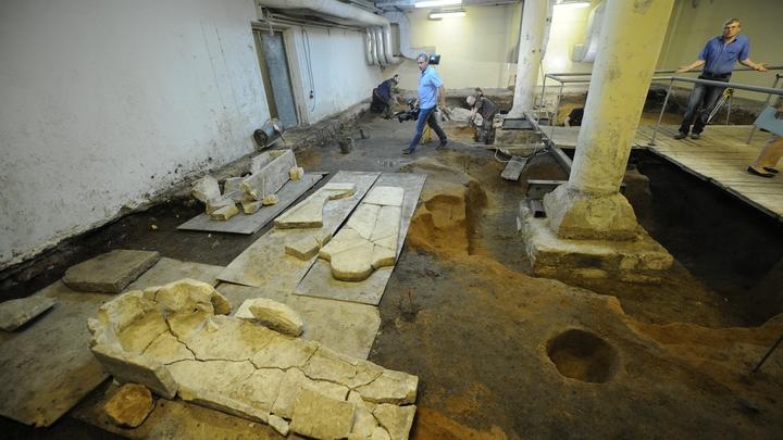 В Анапе во время ремонта дороги археологи обнаружили античную каменоломню