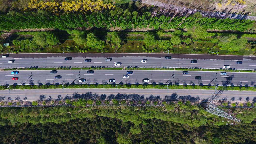 Дорога препятствий: В Китае создали трассу из лежачих полицейских
