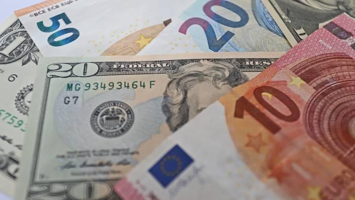 Сами загнали себя в ловушку: Экономист Хазин рассказал, что станет с «офшорными» чиновниками