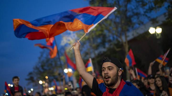 До полного нокаута: Лидер оппозиции Армении объявил «второй раунд революции»