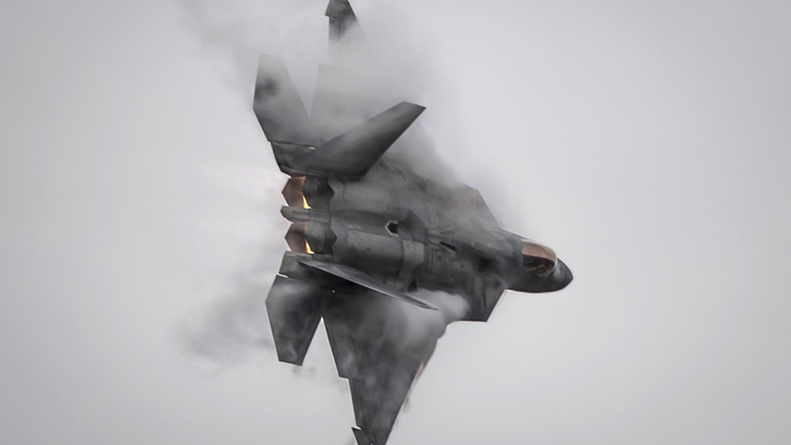 Пиар-акция обернулась катастрофой: Американский F-22 Raptor разбился на глазах у зрителей