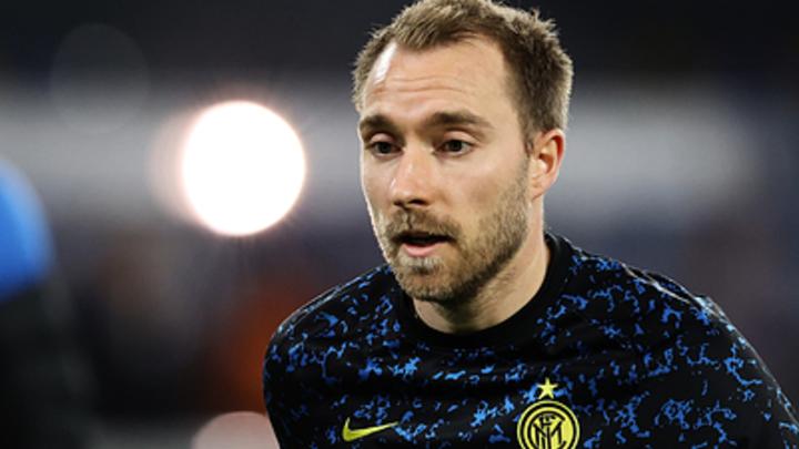Футболисты Дании рыдают и молятся: За жизнь полузащитника сборной бьются врачи