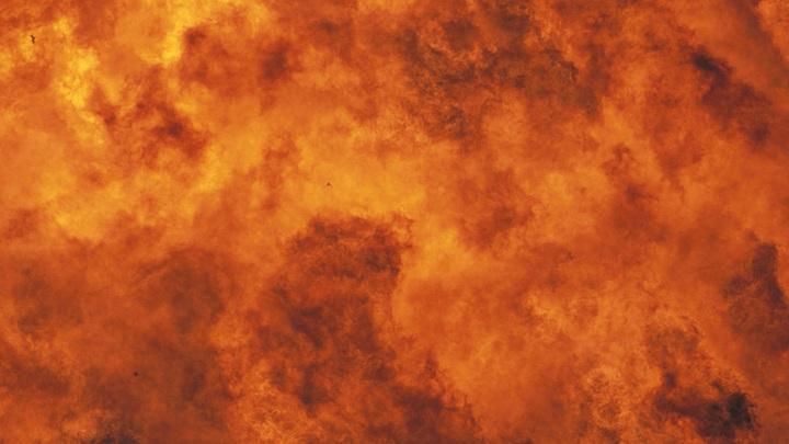 Взрывы в Москве: Над Лужнецкой набережной поднимается дым