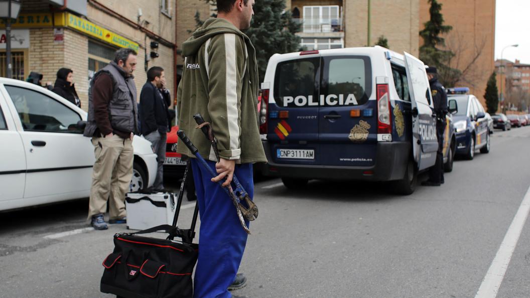 После полицейской погони неизвестный протаранил патруль в Испании