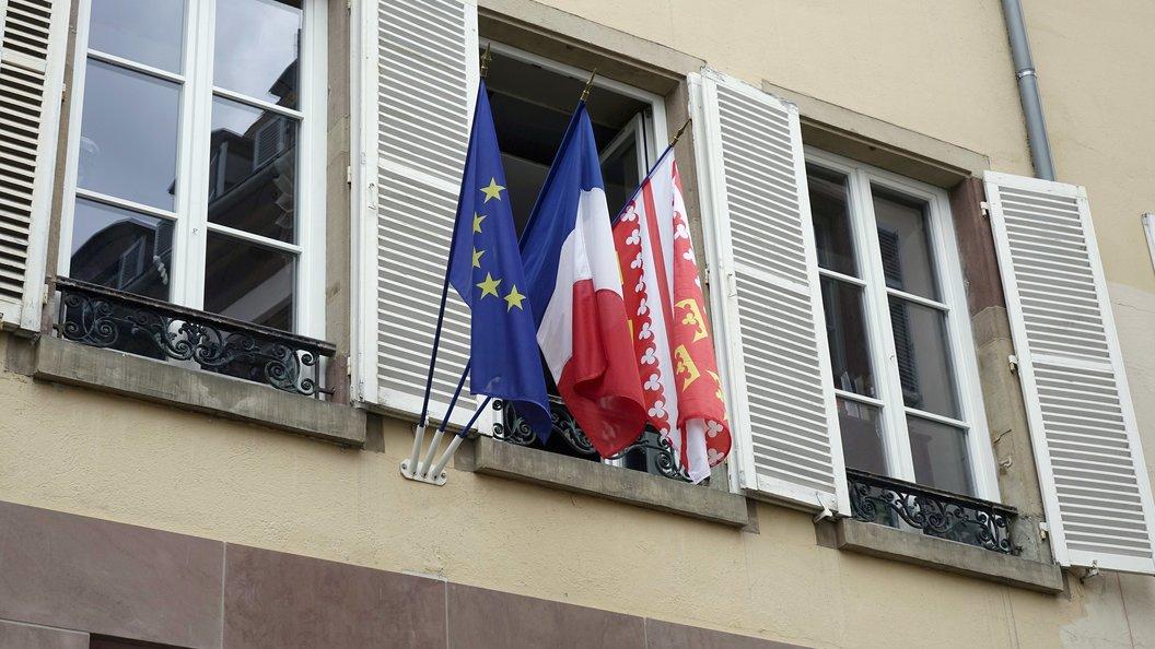 Обращение чертовы туристы во Франции оказалось выходкой комика