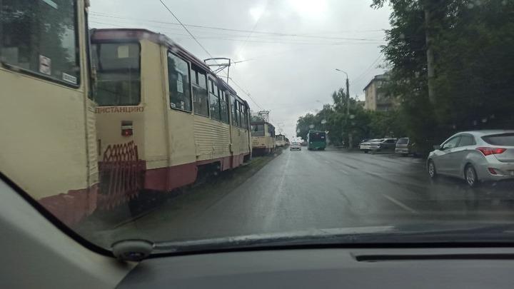 Утром в Челябинске остановились трамваи