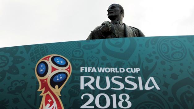 Ленина – в мусор: Английские фанаты затеяли опасную игру