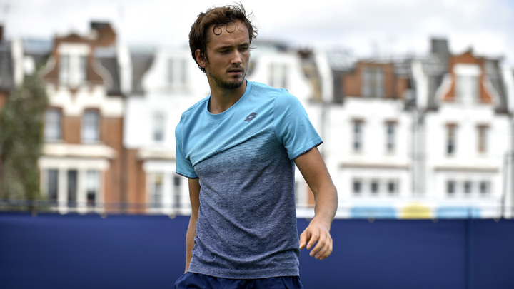 Теннисист Медведев - в третьем круге Уимблдонского турнира, впервые в карьере